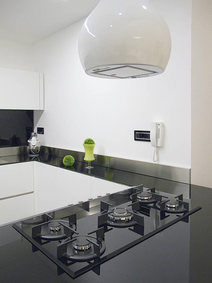 Deca House: Cucina in stile  di ATRE HOME