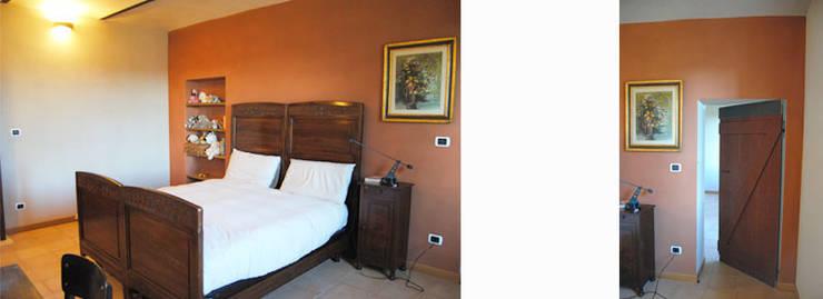Un cascina naturale: Camera da letto in stile  di P.S.Studio - progettazione sostenibile,
