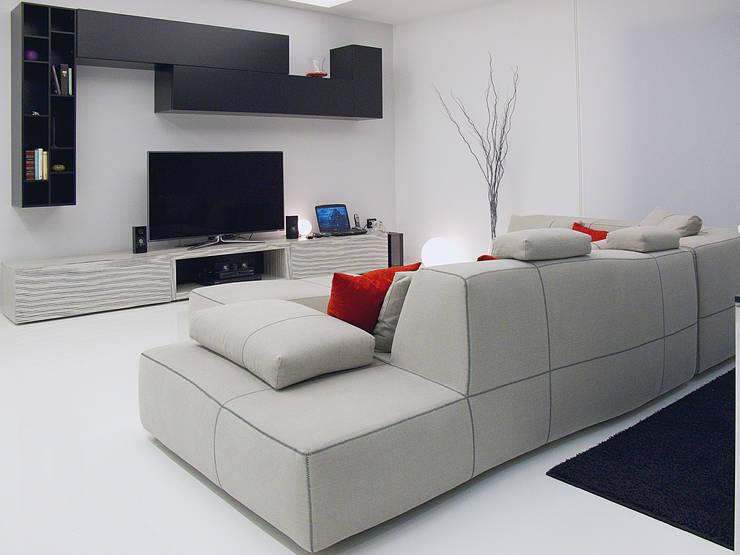 Deca House: Soggiorno in stile  di ATRE HOME