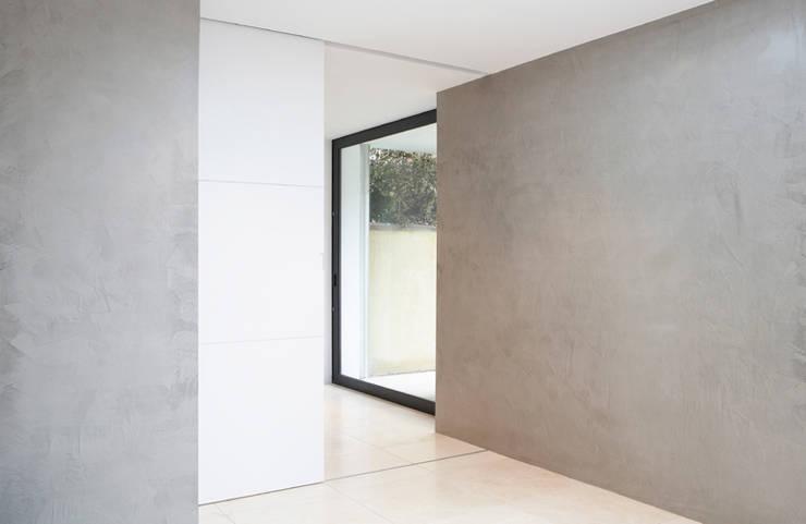 Dalebury Road, Ground Floor:  Corridor & hallway by BLA Architects