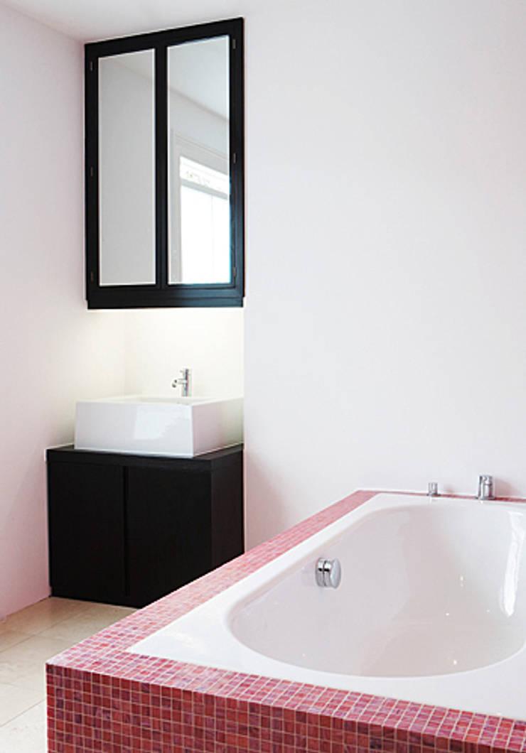 Dalebury Road, Bathroom:  Bathroom by BLA Architects