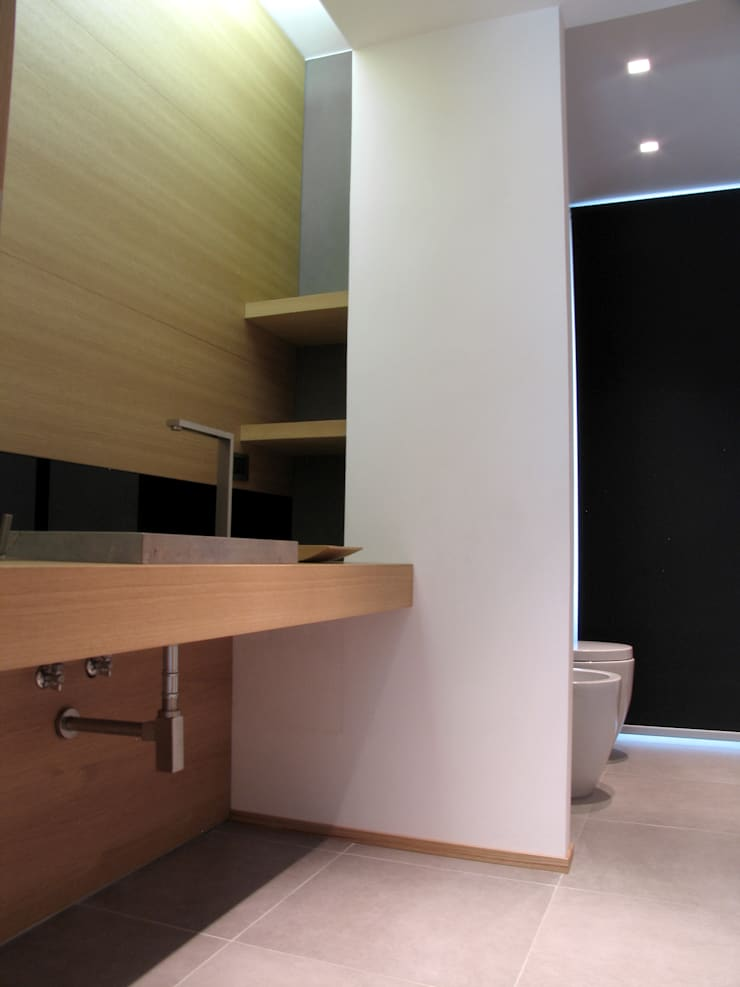 Bagno 1: Bagno in stile  di VZSTUDIO architettura,
