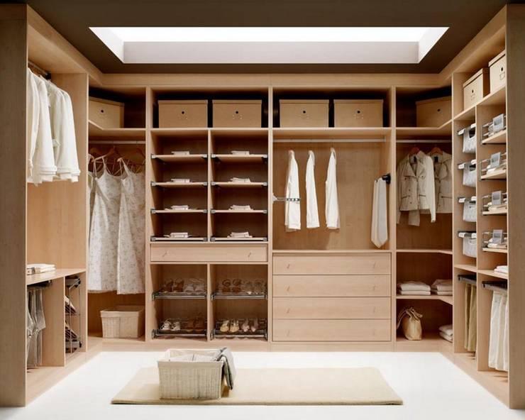 Walk in closet de estilo  por MUEBLES RABANAL SL