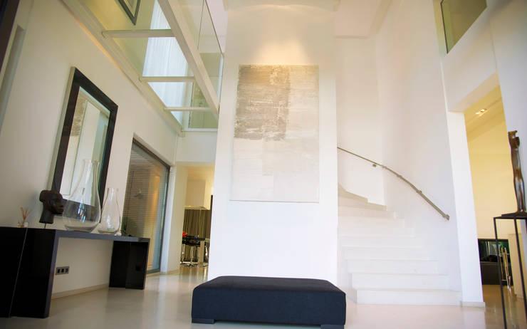 Corridor & hallway by GUILLAUME DA SILVA ARCHITECTURE INTERIEURE