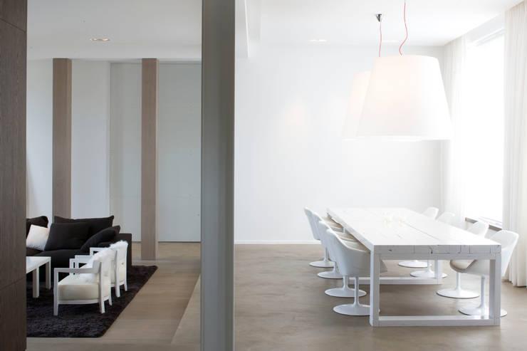 Séjour: Salle à manger de style  par GUILLAUME DA SILVA ARCHITECTURE INTERIEURE