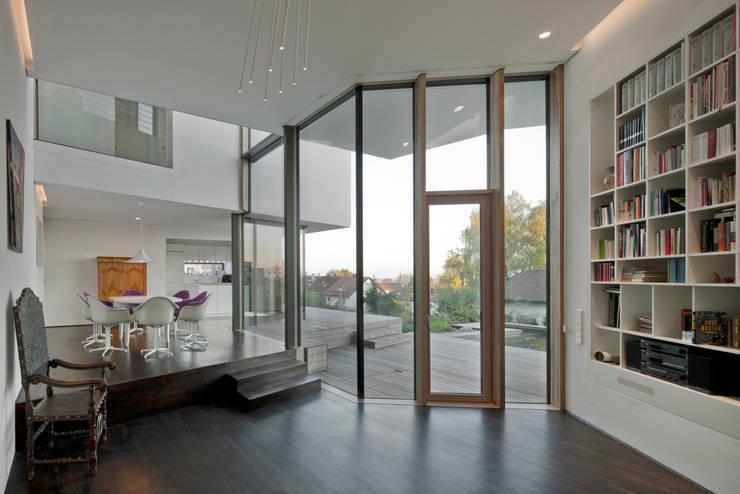Living room by Kauffmann Theilig & Partner, Freie Architekten BDA