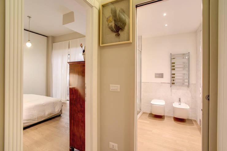 BALDUINA#2: Ingresso & Corridoio in stile  di MOB ARCHITECTS