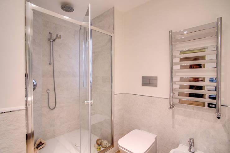 moderne Badezimmer von MOB ARCHITECTS