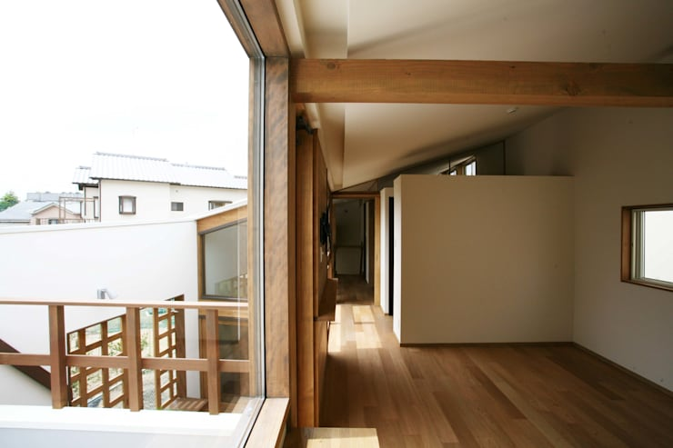 陽だまりの木箱: 一級建築士事務所 青木設計事務所が手掛けた寝室です。