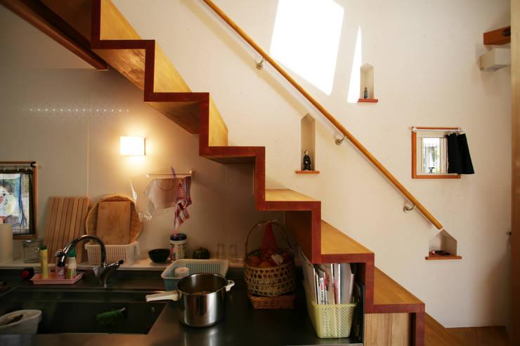 加藤先生の家: 一級建築士事務所 青木設計事務所が手掛けた廊下 & 玄関です。