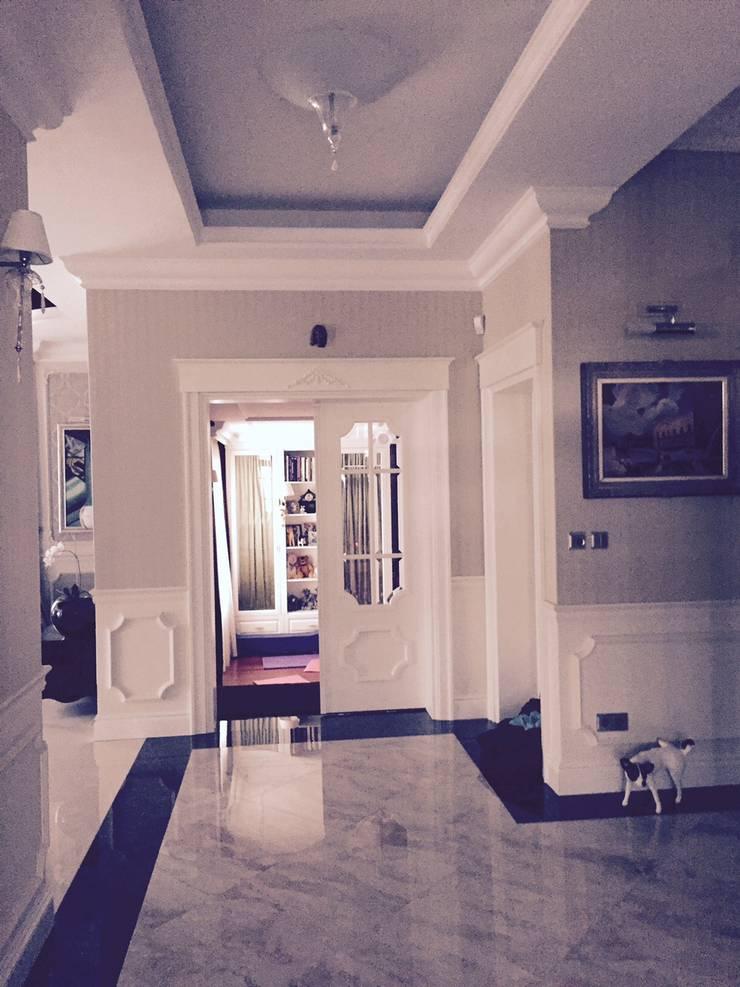 drzwi prowdzące do bawialni: styl , w kategorii Korytarz, przedpokój zaprojektowany przez livinghome wnętrza Katarzyna Sybilska