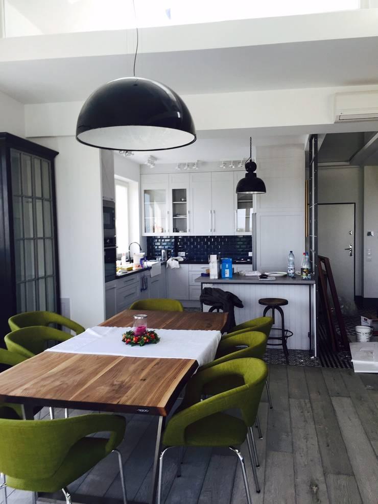 apartament Mokotów Warszawa dwa poziomy 150 m 2: styl , w kategorii Jadalnia zaprojektowany przez livinghome wnętrza Katarzyna Sybilska,Industrialny
