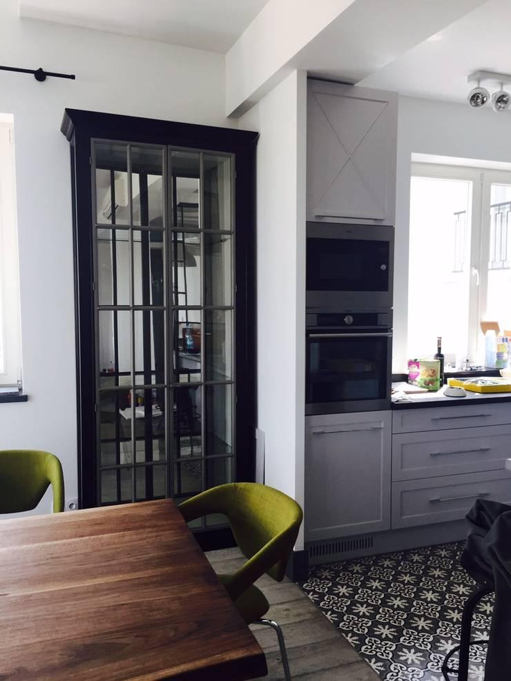 apartament Mokotów Warszawa dwa poziomy 150 m 2: styl , w kategorii  zaprojektowany przez livinghome wnętrza Katarzyna Sybilska,Eklektyczny