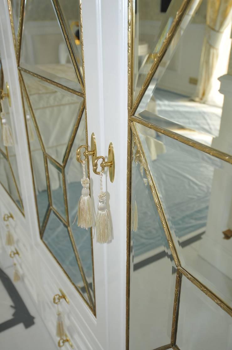 LUKSUSOWY APARTAMENT NAD MORZEM: styl , w kategorii  zaprojektowany przez livinghome wnętrza Katarzyna Sybilska,Klasyczny