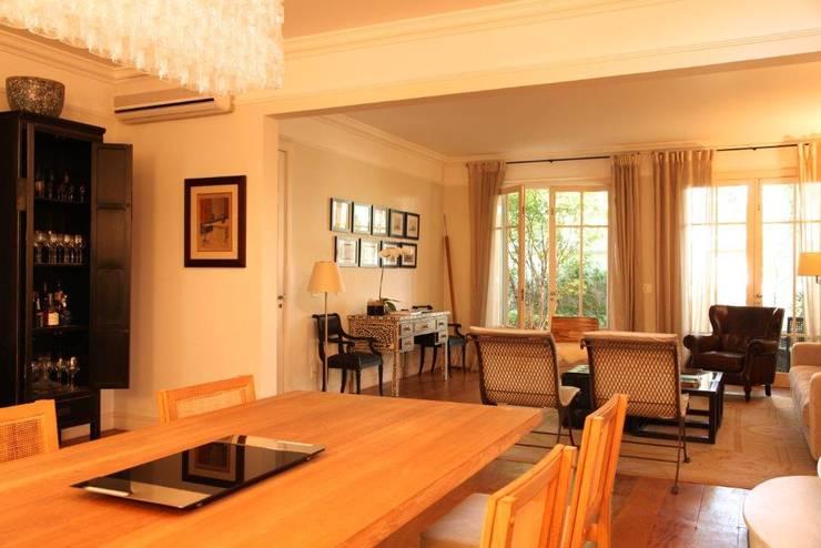 Jantar: Salas de jantar  por Ornella Lenci Arquitetura