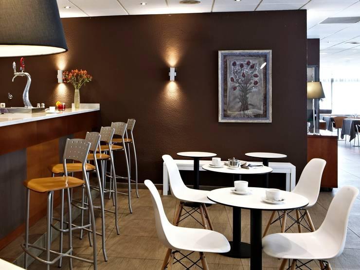 Salas de jantar mediterrânicas por la maNgrana