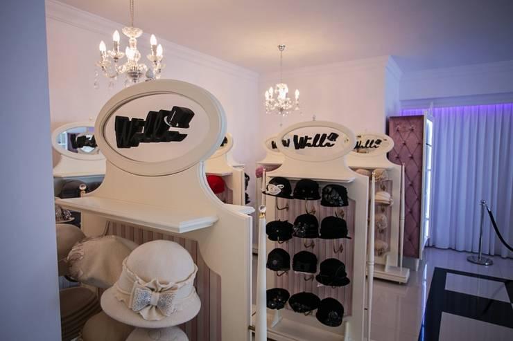STENDY PROMUJĄCE PRODUKT , STOJAKI EKSPOZYCYJNE: styl , w kategorii Garderoba zaprojektowany przez livinghome wnętrza Katarzyna Sybilska,