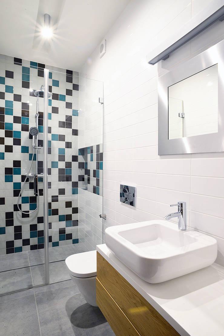Wnętra domu jednorodzinnego : styl , w kategorii Łazienka zaprojektowany przez Konrad Muraszkiewicz Pracownia Architektoniczna