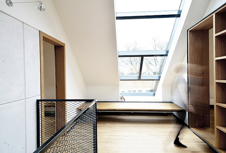 Wnętra domu jednorodzinnego : styl , w kategorii Korytarz, przedpokój zaprojektowany przez Konrad Muraszkiewicz Pracownia Architektoniczna