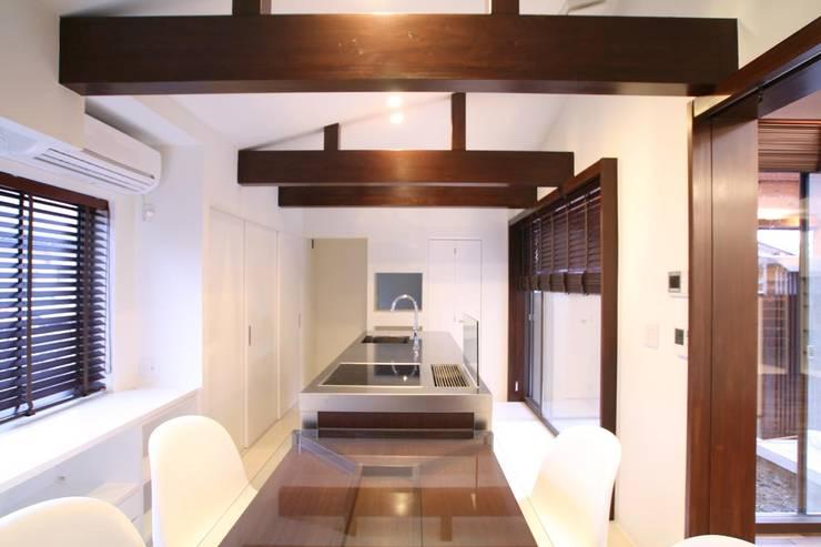 ダイニング・キッチン: 杉山真設計事務所が手掛けたダイニングです。