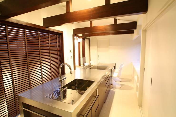 ダイニング・キッチン: 杉山真設計事務所が手掛けたキッチンです。
