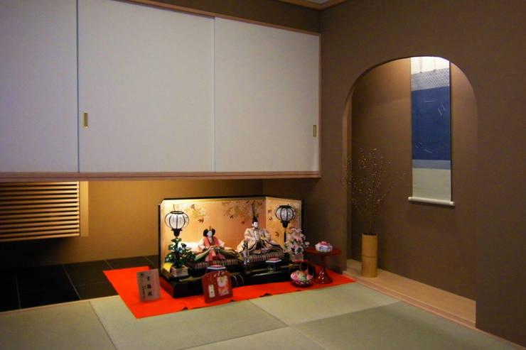 和室: 杉山真設計事務所が手掛けた和室です。