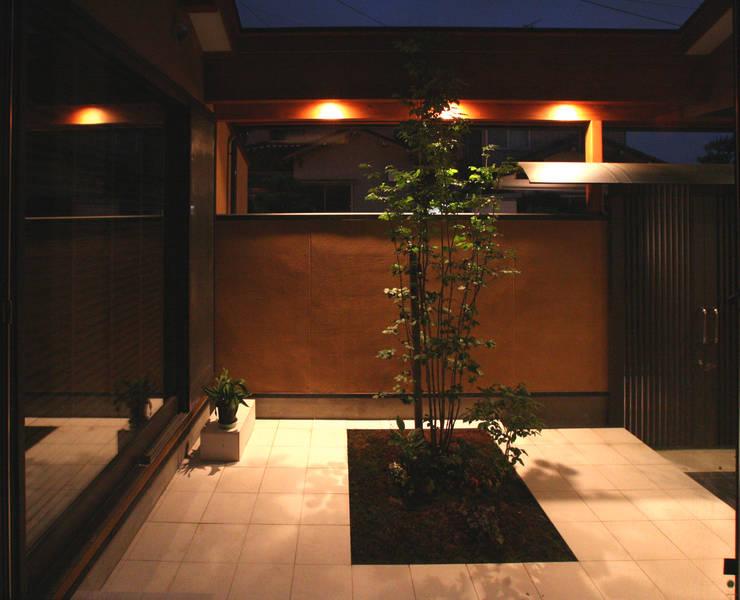 中庭のやまぼうし: 杉山真設計事務所が手掛けた庭です。