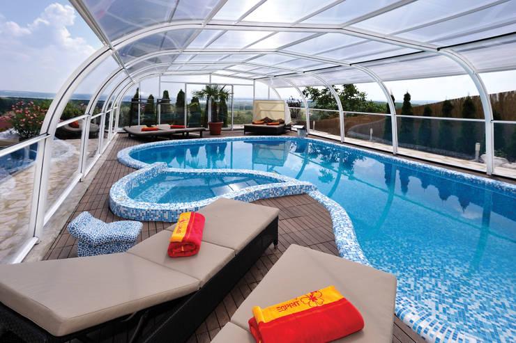 Piscinas clássicas por Pool + Wellness City GmbH