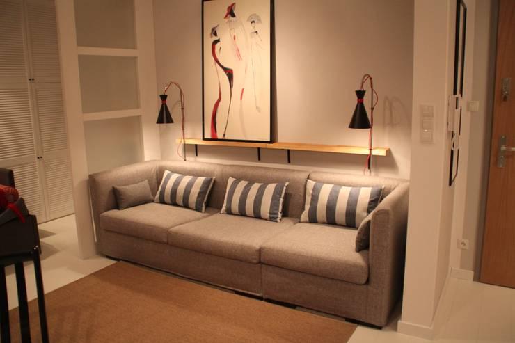 Kanapa z funkcją: styl , w kategorii  zaprojektowany przez Comfort & Style Interiors,Nowoczesny