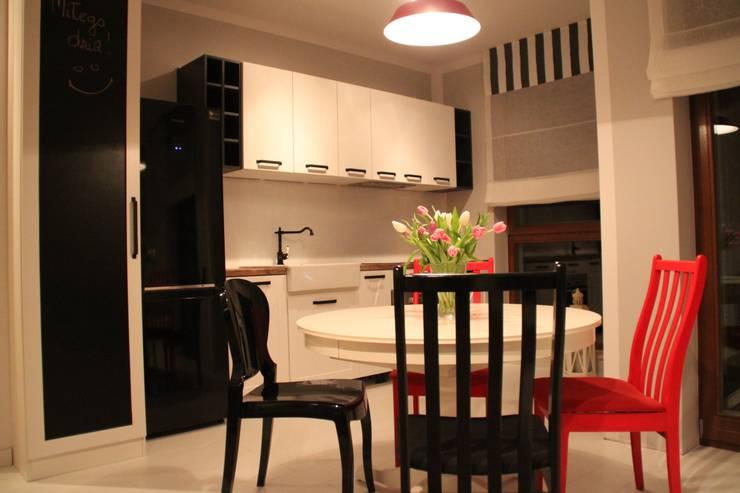 Kuchnia otwarta: styl , w kategorii Kuchnia zaprojektowany przez Comfort & Style Interiors,Skandynawski