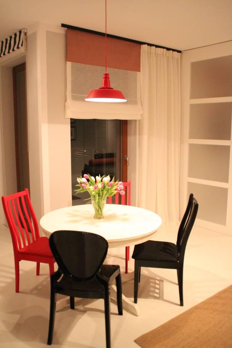 Salon i Jadalnia w ciepłym klimacie.: styl , w kategorii  zaprojektowany przez Comfort & Style Interiors,Skandynawski