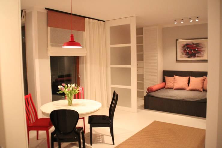 Salon/Sypialnia: styl , w kategorii Salon zaprojektowany przez Comfort & Style Interiors,Skandynawski