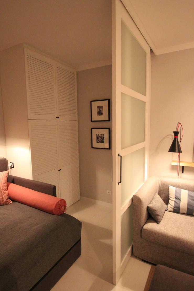 Mała Garderoba: styl , w kategorii  zaprojektowany przez Comfort & Style Interiors,Skandynawski