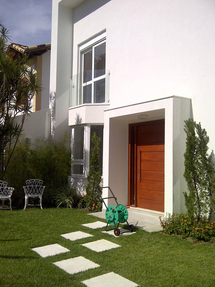 frente: Casas  por Margareth Salles