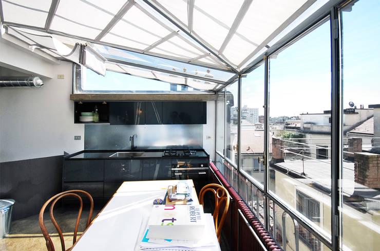 visconti di modrone: Cucina in stile in stile Moderno di andrea borri architetti