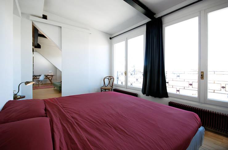 visconti di modrone: Camera da letto in stile  di andrea borri architetti
