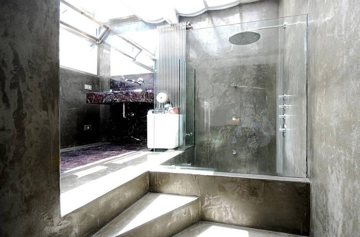 visconti di modrone: Bagno in stile  di andrea borri architetti