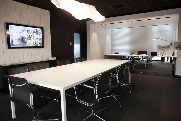 Bureau de direction: Bureaux de style  par GUILLAUME DA SILVA ARCHITECTURE INTERIEURE