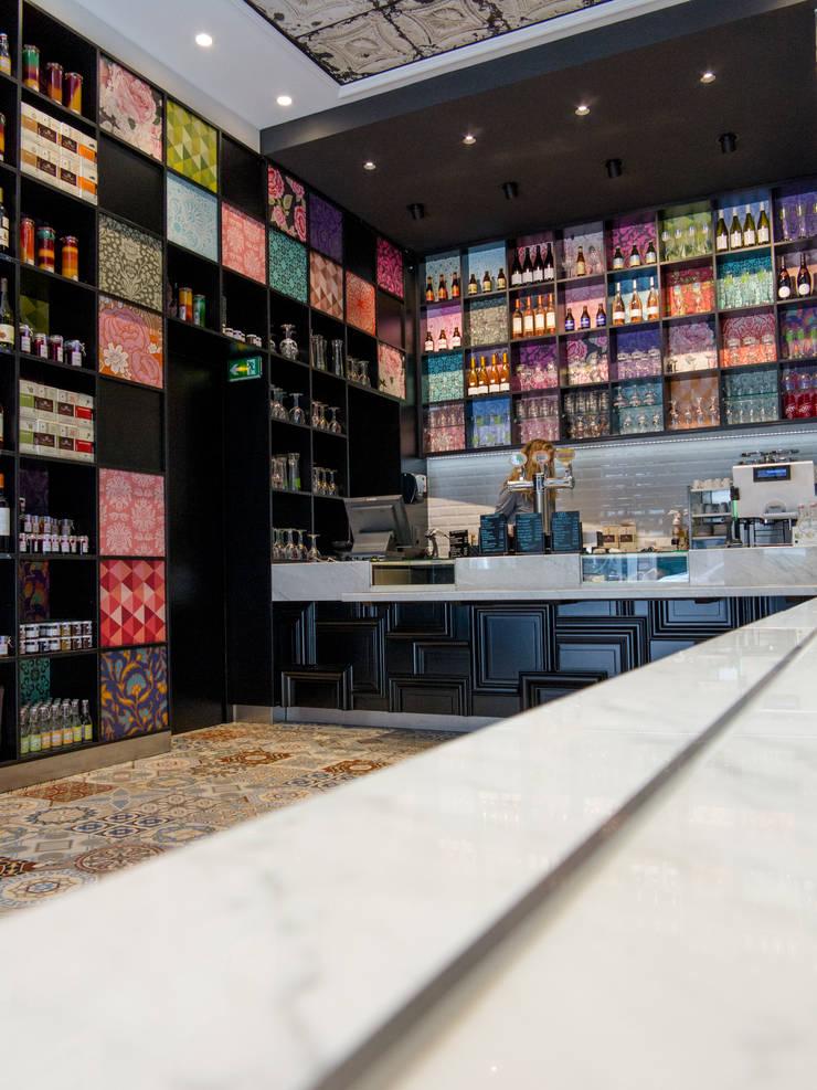 Comptoir et Store: Restaurants de style  par GUILLAUME DA SILVA ARCHITECTURE INTERIEURE