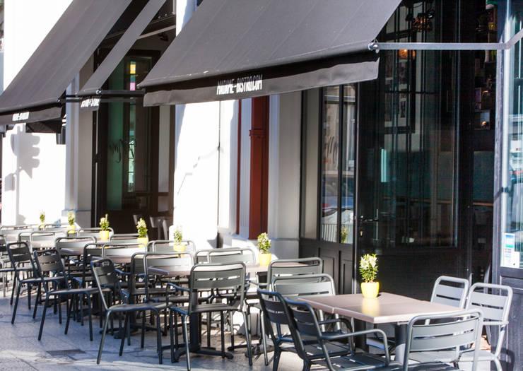 Terrasse sur la rue nationale - Lille: Restaurants de style  par GUILLAUME DA SILVA ARCHITECTURE INTERIEURE