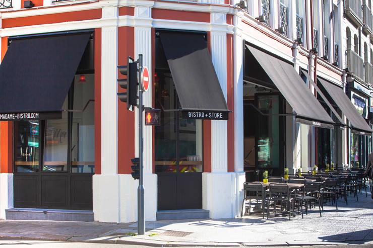 Façade sur les rue Nationale et Hopital Militaire à Lille: Restaurants de style  par GUILLAUME DA SILVA ARCHITECTURE INTERIEURE