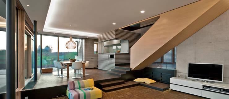 Wohnzimmer und Ausblick:  Wohnzimmer von Kauffmann Theilig & Partner, Freie Architekten BDA