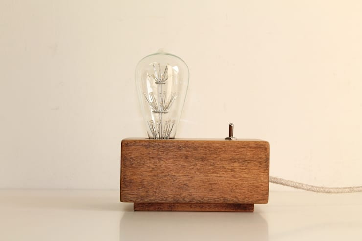 Jet Lamp N 7: Studio in stile  di altraforma360