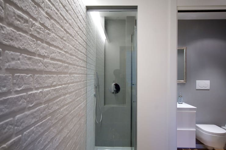 Modern style bathrooms by Manuela Tognoli Architettura Modern