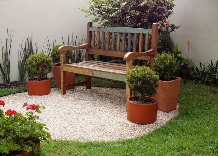 rustic Garden by Lúcia Vale Interiores