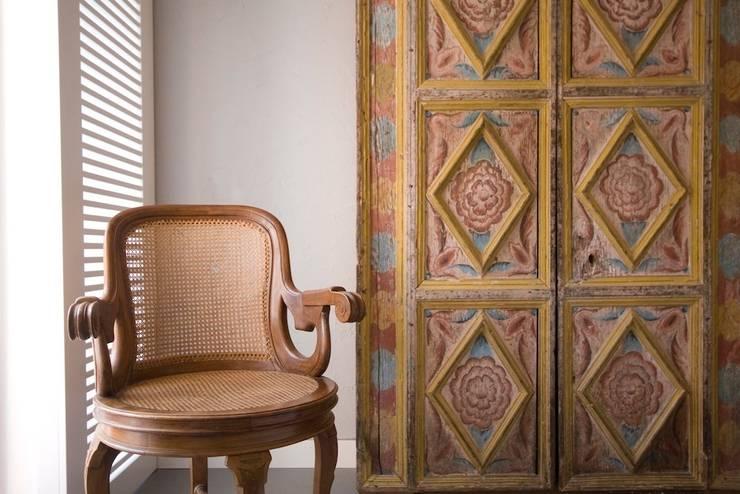 Casa CB: Soggiorno in stile  di Manuela Tognoli Architettura,