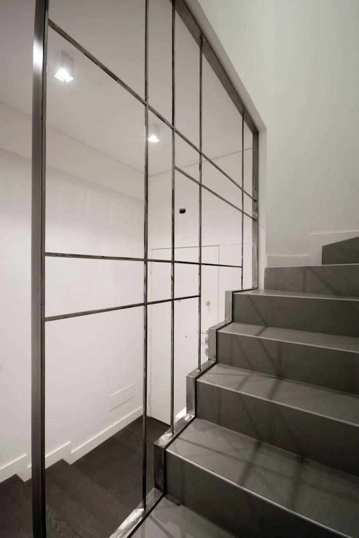 Casa CB: Ingresso & Corridoio in stile  di Manuela Tognoli Architettura,