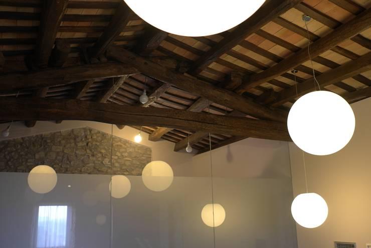 CASA RURAL EN GURB VIC (BARCELONA): Spa de estilo  de KITS INTERIORISME