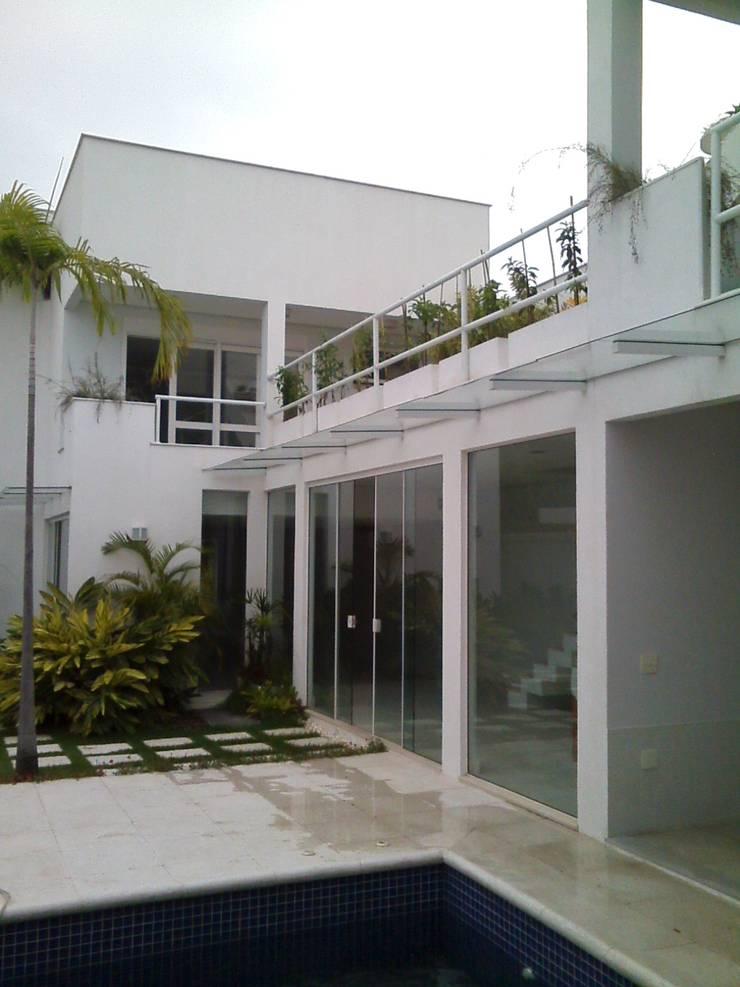 fachada dos fundos ou interna: Casas  por Margareth Salles