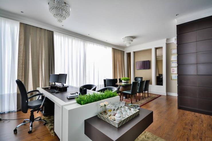 Lawyer's office: Escritórios  por Bender Arquitetura